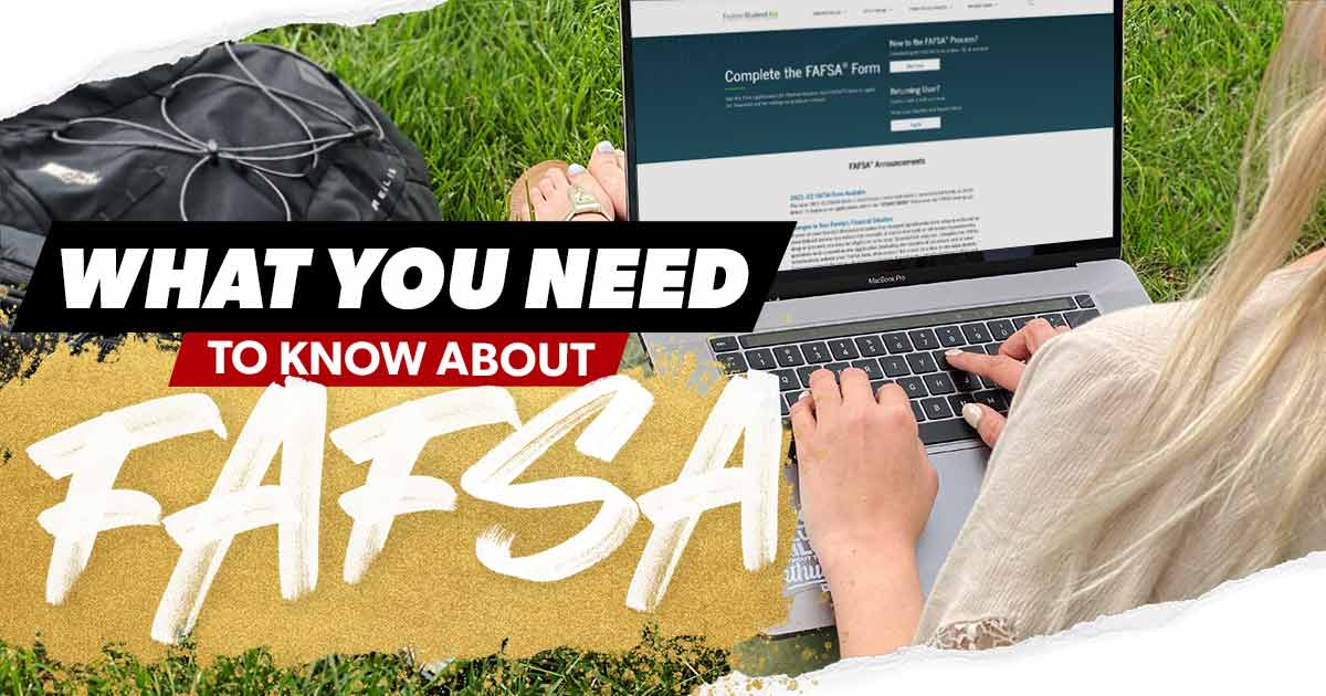 Girl filling out a FAFSA form online