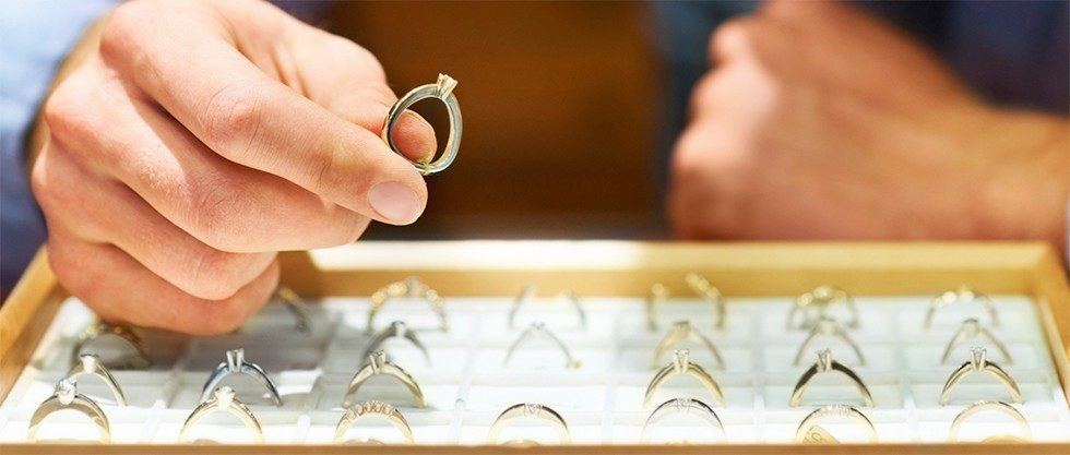 4 Tips For Buying An Engagement Ring Without Debt